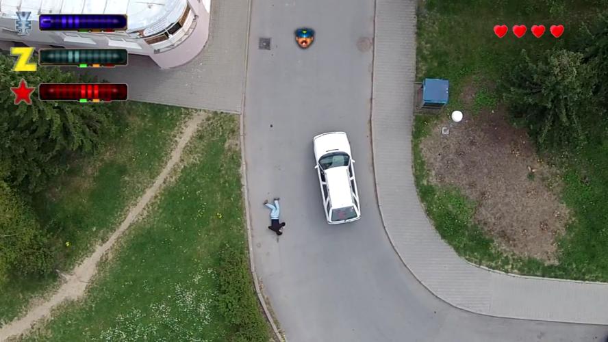 Rassurez-vous: cet homme ne s'est pas vraiment fait éjecter de sa voiture!