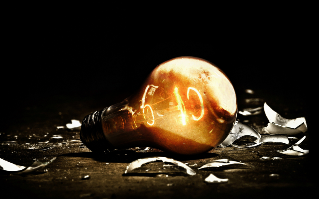 Broken-Bulb-ampoule-cassée-yifan-lu-quitte-scene-hack-vita-futur