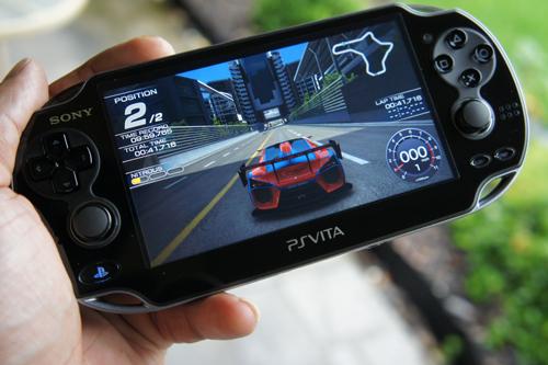 Ridge Racers sur PSP, lancé depuis une PS Vita