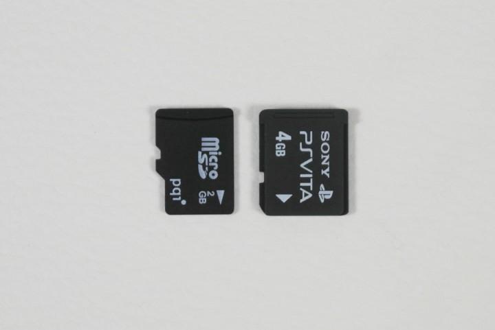 À gauche: une microSD, à droite: une Memory Stick VitaCrédit photo: baiydfa5r765 sur Reddit